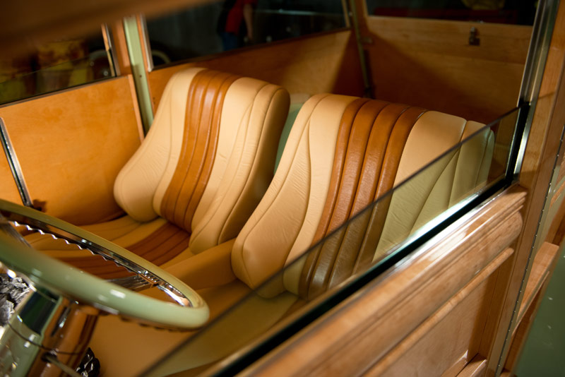 Two-Tone Leather Interior<br/>who wouldn't want to sit in these