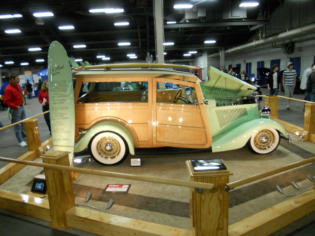 Greg & Gail Wilson<br/>1934 Ford<br/>Maple Woody<br/>