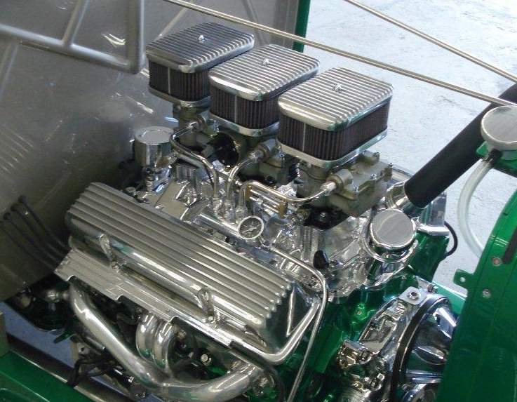 Besides one of our 'Custom' Hot Rod Tri-Power Systems, Jerry's engine runs a very unique ignition  / coil package