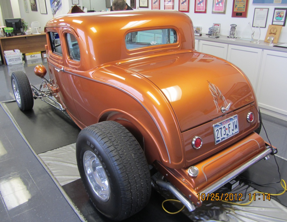 Never get tired of these rounded curves of a '32 Ford